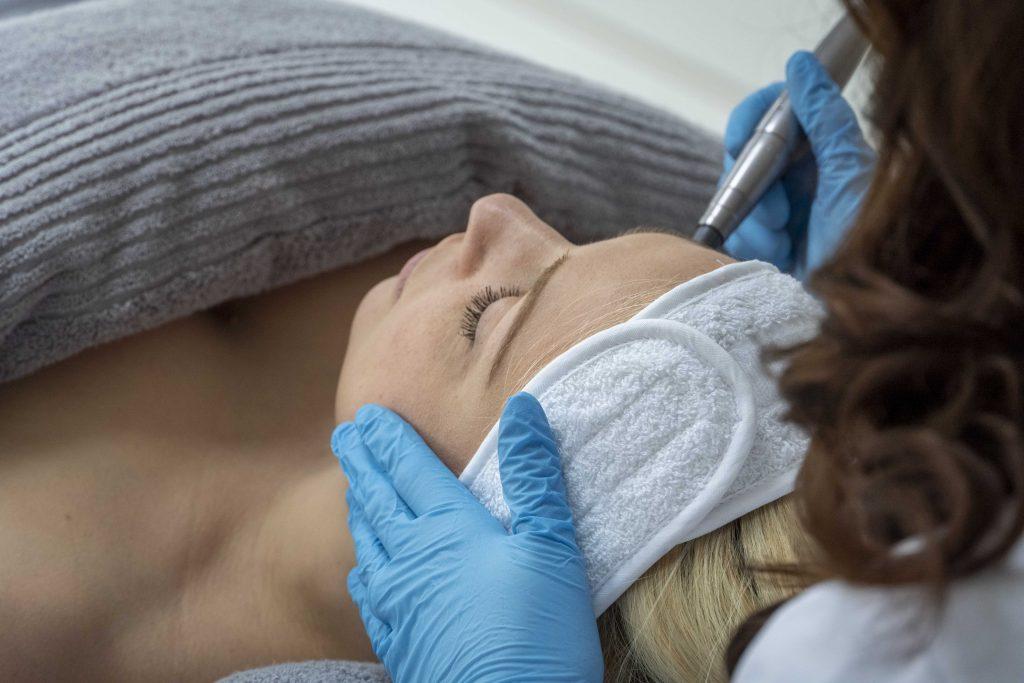 Skin Coach Ria Simpson performing a facial treatment